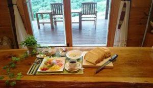 人生の楽園で紹介のファームログみうら農園体験朝食メニュー