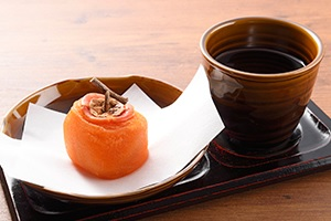 柿の葉すし本舗なら本店 名物の熟柿 お見逃しなく 奈良市